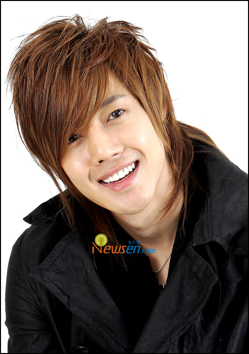 صور المغني/الممثل الكوري hyun joong hyunjoong2.jpg